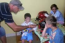 Mistři světa dorazili na dětské oddělení českolipské nemocnice.