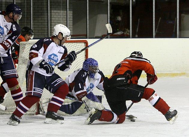 Výhru 9:5 vybojovali po vánoční přestávce hokejisté HC Česká Lípa, kteří na domácím ledě porazili Slavoj Liberec 9:5 po třetinách 3:2, 4:1, 2:2.