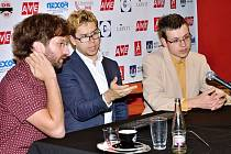 Závěrečná analýza partie v podání Jána Markoše (vlevo), Jon Ludviga Hammera a Davida Navary.
