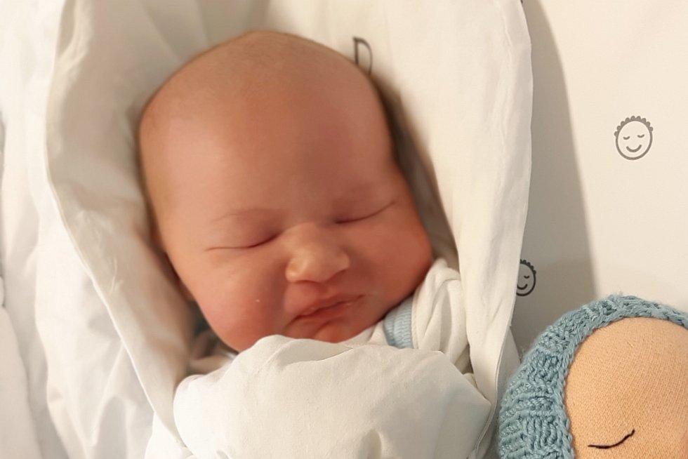 Rodičům Michaele a Tomášovi a Kramárovým z Liberce se ve čtvrtek 1. dubna v 6:21 hodin narodila dcera Zuzana Kramárová. Měřila 50 cm a vážila 3,45 kg.