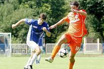 Šest gólů nastříleli fotbalisté českolipského (oranžové dresy) mužstva diviznímu FKP Turnov, když ho porazili vysoko 6:0.