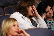KD Crystal ve čtvrtek zaplnili žáci základních škol na Českolipsku. Absolvovali přednášku gynekologa Petra Kováře s názvem Láska ano, děti ještě ne aneb Rady začínajícím milencům.
