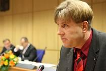 Podle informací, které se objevily v minulých týdnech v médiích, měl být on tím, kdo uplácel bývalého okresního policejního ředitele Miroslava Dvořáka. Sepp to však rozhodně popírá.