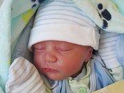 Rodičům Ladislavě Urbanové a Radku Moravcovi ze Cvikova se ve čtvrtek 24. listopadu v 11:40 hodin narodil syn Matěj Moravec. Měřil 47 cm a vážil 2,63 kg.