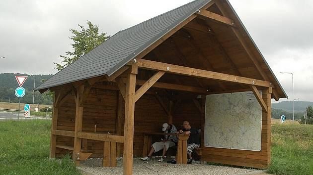 Boudy vyrostly v rámci přeshraničního projektu Zažít vrcholy, který má pomoci turistickému rozvoji Lužických hor a který se financuje z evropského operačního programu Cíl 3, určeného pro přeshraniční spolupráci Česko Sasko.