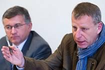 Pavel Císař, dočasný ředitel organizace Sport, na tiskové konferenci s místostarostou Jurajem Ranincem.