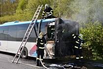 Ve čtvrtek odpoledne zasahovali hasiči u požáru autobusu. K události došlo ve Staré Lípě. Cestující stihli prostor opustit včas, nikomu se nic nestalo.