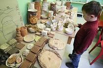 Keramická dílna nebo mažoretky? Nabídka kroužků pro školáky je především ve městech pestrá.