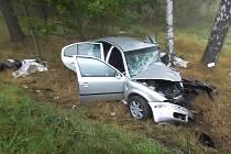 U Kunratic u Cvikova se na začátku října čelně srazilo osobní auto s dodávkou. Jeden člověk na místě zemřel.