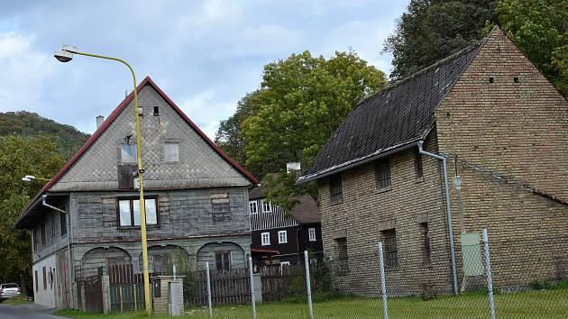 Stavení ve Skalici, kde také kdysi byla hospoda.Velká vesnice Skalice u České Lípy zůstala bez jediného hostince.