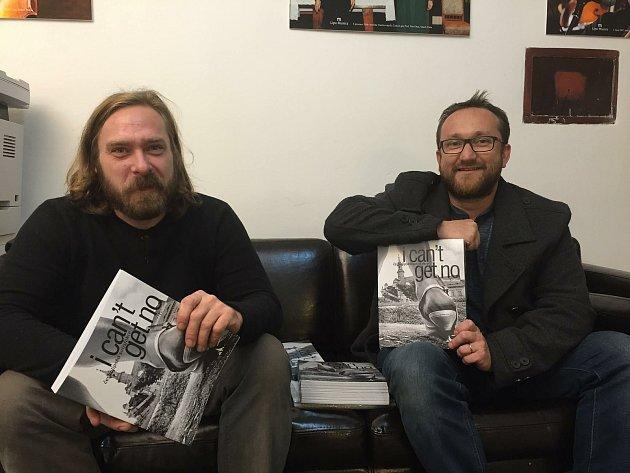 Tomáš Cidlina sdokumentaristou a nakladatelem Rudolfem Živcem.