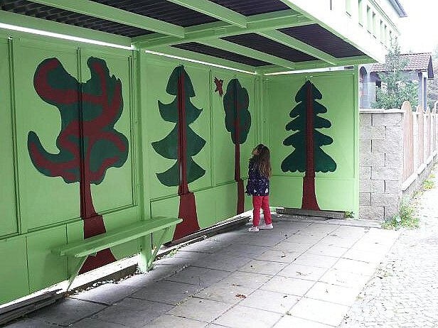 V rámci akce dostala nový vzhled dostala autobusová zastávka na Sloupské ulici v Novém Boru.