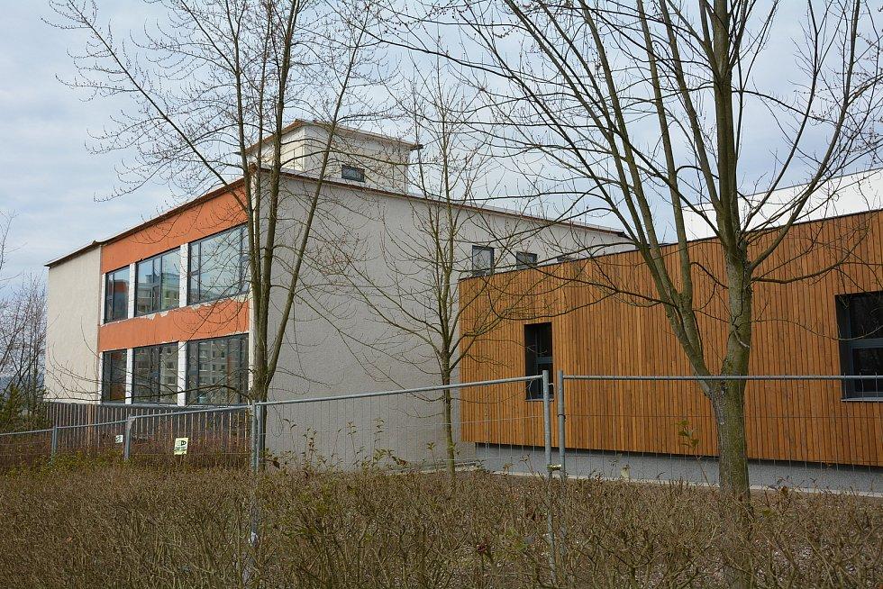 Základní škola na sídlišti Lada.