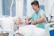Modernizované dialyzační středisko českolipské nemocnice poskytne prostor pro 12 pacientů, akutní lůžko a izolaci.
