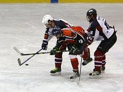 Zatímco oba předchozí duely mezi HC Česká Lípa a Slavojem Liberec přinesly brankovou úrodu, třetí zápas byl na góly skromnější, ale o to víc dramatický.