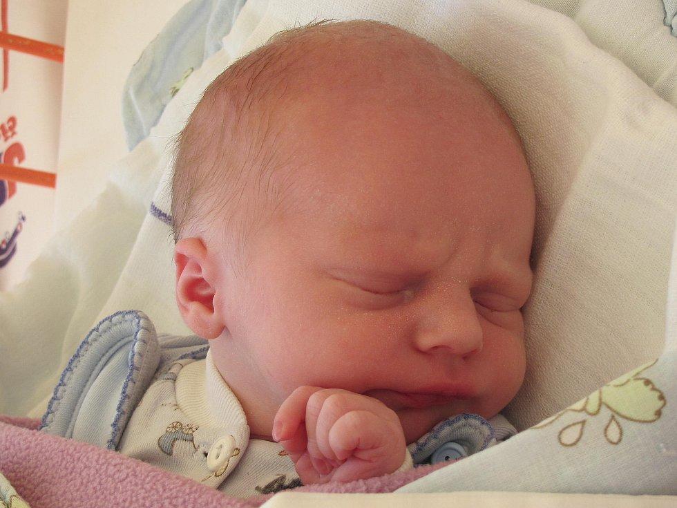 2.Mamince Ivaně Bédlové z Nového Boru se 11. září ve 3:20 hod. narodil syn Radek Černý. Měřil 48 cm a vážil 2,53 kg.