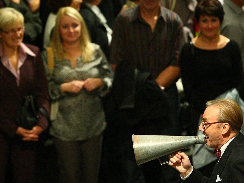 Ondřej Havelka se svými třinácti Melody Makery v českolipském KD Crystal.