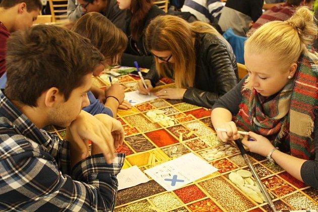 Studenti zjedenácti škol se ve čtvrtek zúčastnili oblastního kola tradičního turnaje pIšQworek.