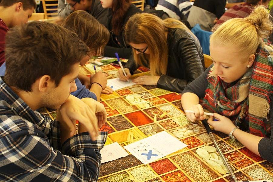 Studenti z jedenácti škol se ve čtvrtek zúčastnili oblastního kola tradičního turnaje pIšQworek.