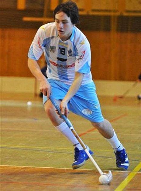 ONDŘEJ MACH je podle trenéra Štěpána Slaného talentovaným florbalovým hráčem.