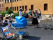 Stovka historických a retro kočárků se sešla v sobotu v Mimoni. První setkání uspořádal Spolek historie Mimoňska společně s městem.