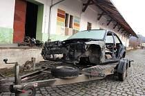 Autovraky u vlakového nádraží v Novém Boru jsou trnem v oku.