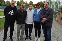 Před zraky starostky Jitky Volfové, místostarosty Jaroslava Turnhofera a ředitele školy Václava Špetlíka mezi sebou soutěžilo 9 přihlášených rodin.