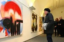 """Muzeum se návštěvníkům po dvouměsíční pauze otevře v sobotu 2. března, už v pátek se konala vernisáž obrazů a grafických listů výtvarnice Lenky Vilhelmové """"Černá hlava a barevný svět""""."""