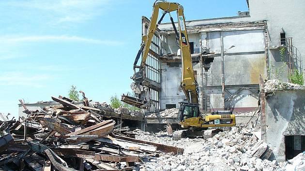 Demolice staré kotelny začala v polovině června.