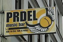 Název baru v České Lípě vyvolal nevoli lidí. Domnívají se, že neodpovídá dobrým mravům.