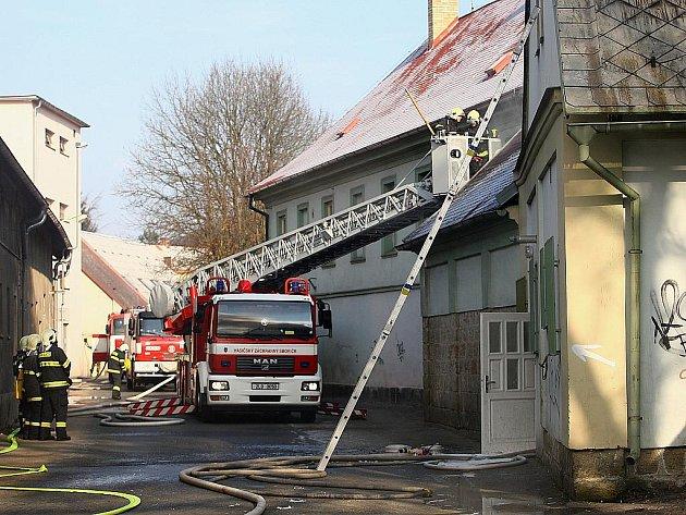 Dům humanity v českolipské Dubické ulici vyhořel v únoru letošního roku.