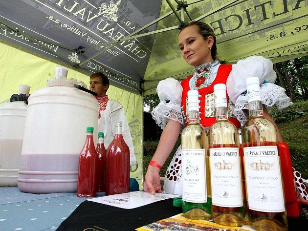 V sobotu 30. srpna od 14:00 začíná již třetí ročník vinobraní v areálu hotelu Port u Máchova jezera.