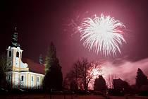 Novoroční ohňostroj ve Skalici.