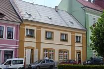 Díky rekonstrukci se objekt lékárny na dubském Masarykově náměstí přiblížil podobě ze začátku 20. století.