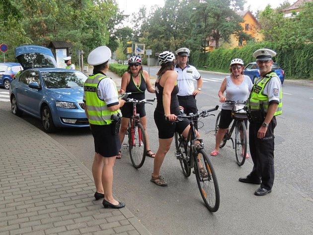 Dopravně preventivní akcí v blízkosti cyklistického  okruhu Máchova jezera v Doksech pokračovala kampaň Na kole bezpečně.