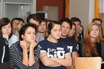 V Poslově mlýně v Doksech se konal třídenní workshop, který tu pro vybrané mladé lidi uspořádala Nadace Telefónica v rámci projektu Think Big.