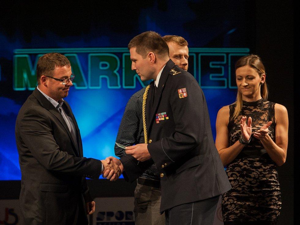 Z Rakouska na poslední chvíli dorazil i kanoista Michal Šrámek (Kanoistika Česká Lípa), aby převzal cenu za 9. místo.