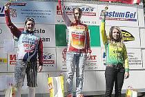 Cyklistka českolipského klubu MS Auto Kateřina Růžičková (uprostřed) v letošní sezoně  prokazuje slušnou formu.