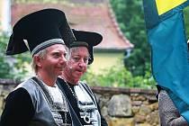 Pohádku, která se objeví na televizních obrazovkách o letošních Vánocích, natáčí v těchto dnech režisér Ivo Macharáček na zámku Lemberk.
