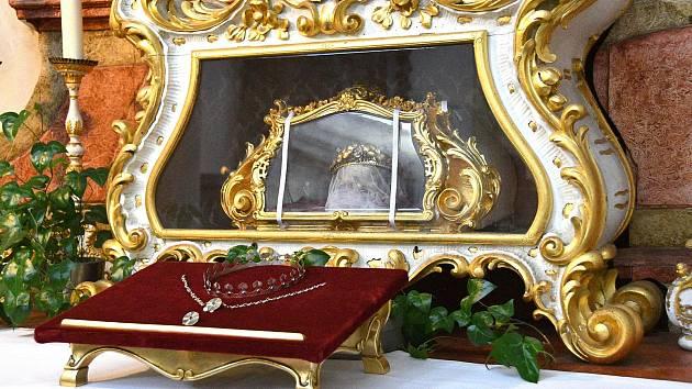 Ostatky svaté Zdislavy v chrámu sv. Vavřince v Jablonném v Podještědí.