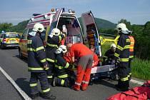 Poranění hlavy utrpěl motorkář při nedělní nehodě u Jablonného. Záchranáři ho vrtulníkem převezli do liberecké nemocnice.