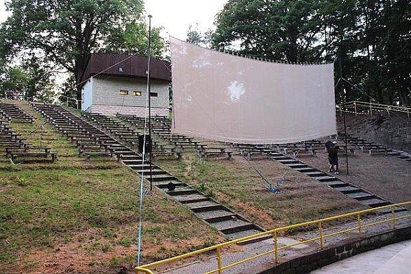 Vsobotu 5.července zahájilo prázdninový provoz letní DVD kino vHorových sadech vNovém Boru.