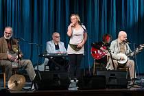 Ikona české hry na banjo, zpěvák a autor zábavných pořadů Ivan Mládek dorazil v úterý večer do českolipského Jiráskova divadla.