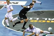 Stovky fanoušků sledovaly na zimním stadionu v českolipském Sportareálu souboj domácích prvoligových futsalistů FC Démoni s týmem SAT-AN Kladno.