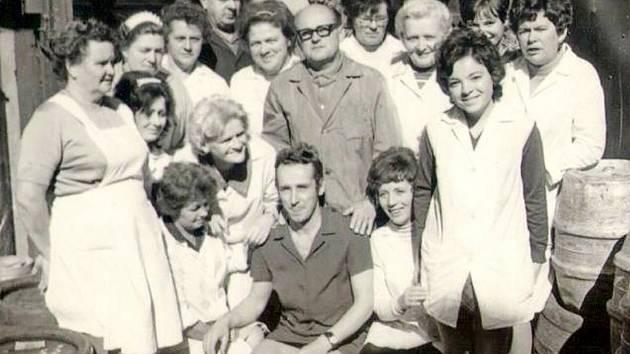 GASTRONOM. Kolektiv zaměstnanců okolo roku 1974