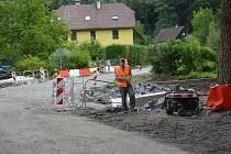 Už od 1. června je neprůjezdná obec Častolovice, místní část České Lípy. Hojně využívaná silnice zůstane uzavřená ještě déle než se původně předpokládalo.