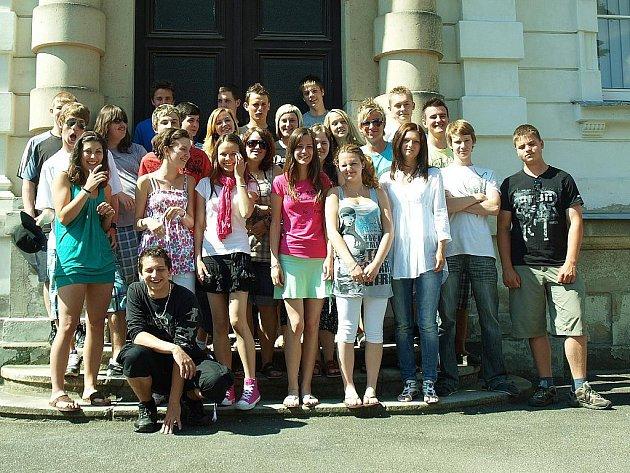 Studenti novoborského gymnázia v poslední den letošního školního roku.