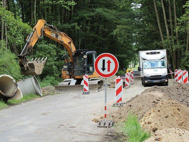 Práce nyní pokračují na posledním úseku od křižovatky Luka do Oken. Doprava bude do podzimu omezena.