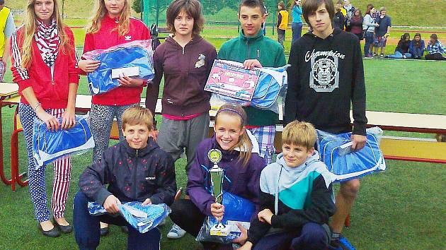 Olympijští vítězové se rozhodli uspořádat pro žáky základních škol atraktivní pohybový program s názvem Odznak Všestrannosti Olympijských Vítězů – OVOV. Do finále se propracovali i žáci Zákup.