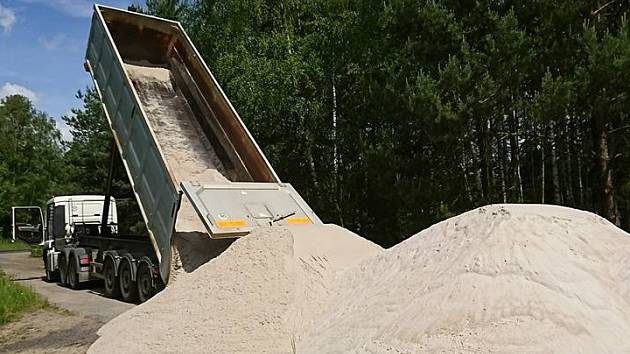 Na pláži v Hamru se mohou návštěvníci těšit na nový písek.